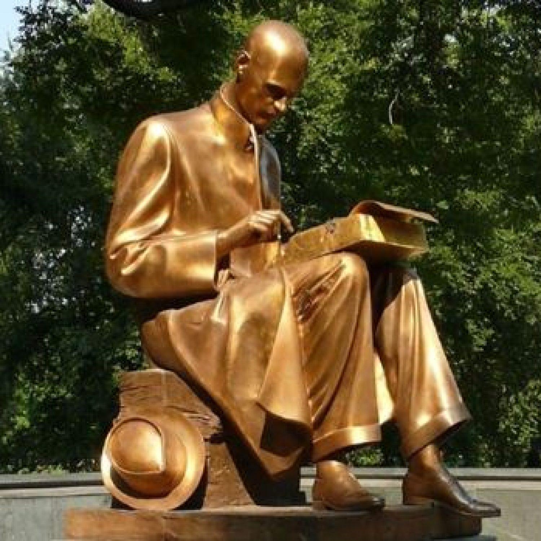 Butterei giù la statua di Montanelli perché è orrenda, non perché raffigura Montanelli
